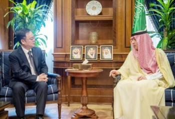 الجبير مستقبلا سفير الصين في الرياض أمس.