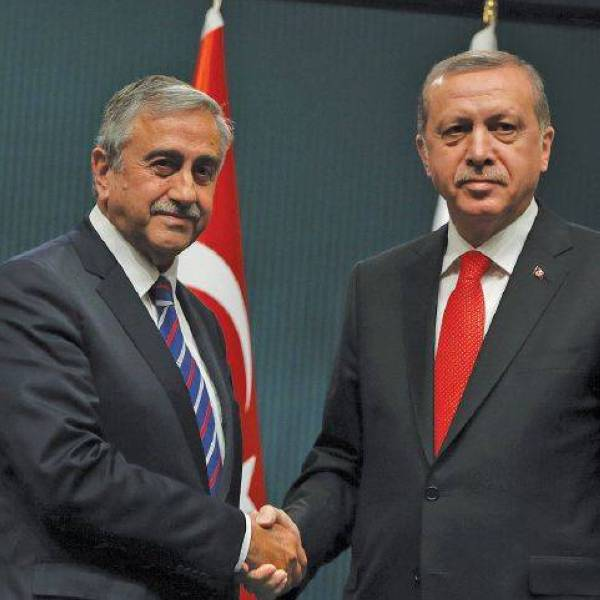 Turkish President Recep Tayyip Erdogan, right, and newly elected Turkish Cypriot leader Mustafa Akinci shake hands after a joint press conference in Ankara, Turkey, Wednesday, May 6, 2015. Akinci is in Ankara on a one-day official visit.(AP Photo/Burhan Ozbilici)