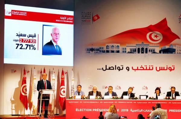 الهيئة العليا المستقلة للانتخابات في تونس خلال إعلانها النتائج الرسمية أمس (الإثنين).