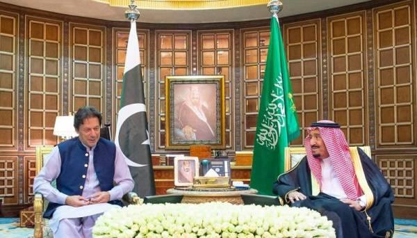 خادم الحرمين ورئيس وزراء باكستان يبحثان المستجدات الإقليمية والدولية
