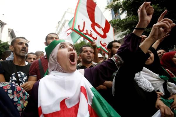 الجزائر: الطلاب يتظاهرون مجدداً بعد منع مسيرتهم الأسبوع الماضي