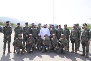 الأمير محمد بن عبدالعزيز خلال الزيارة.