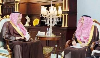 الأمير حسام بن سعود خلال اللقاء.