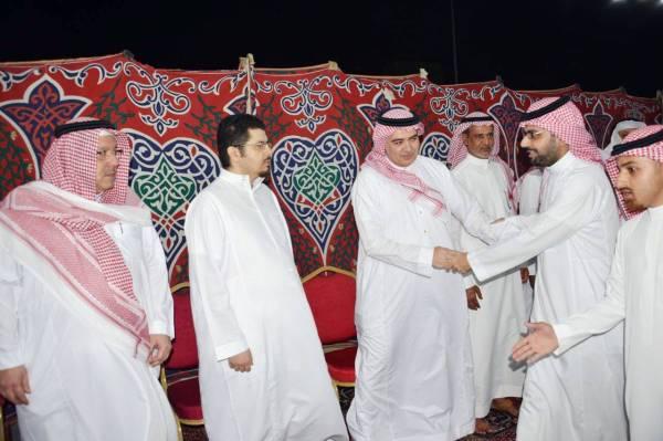 الأمير فيصل بن خالد مواسيا أبناء الفقيد.