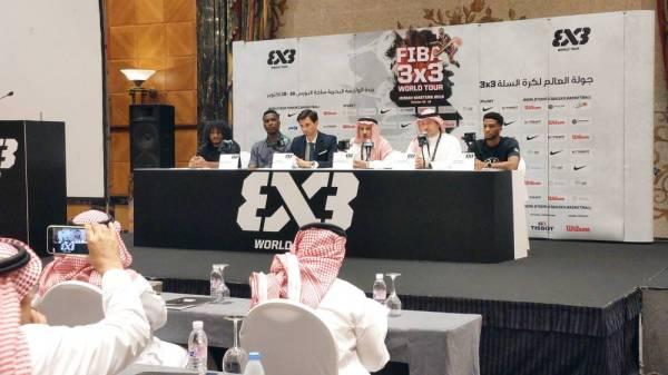 المسعد متحدثا في المؤتمر الصحفي المصاحب للبطولة.
