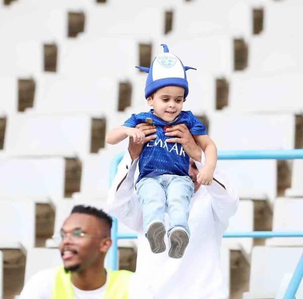 فرحة طفل هلالي بانتصارات الزعيم.