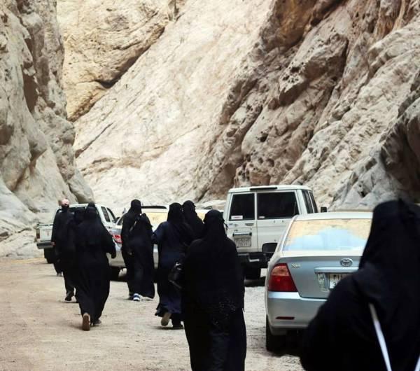 الوفد السياحي النسائي في أول زيارة لمدينة نيوم.
