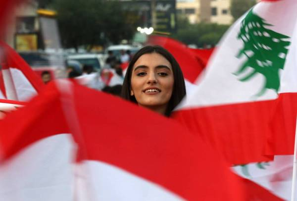 A Lebanese demonstrator takes part in a protest against dire economic conditions in Lebanon's southern city of Sidon (Saida) on October 20, 2019. Thousands continued to rally despite calls for calm from politicians and dozens of arrests. The demonstrators are demanding a sweeping overhaul of Lebanon's political system, citing grievances ranging from austerity measures to poor infrastructure. / AFP / Mahmoud ZAYYAT