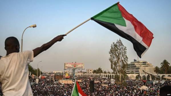«أكتوبريات» السودان.. دعوات للتصحيح والتطهير وأخرى لإحياء المشروع المقبور