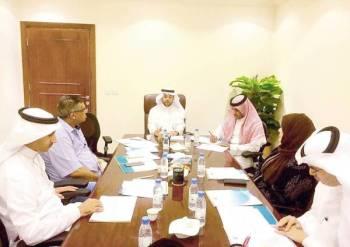 رئيس أدبي جدة يرأس اجتماع اللجنة العلمية لملتقى قراءة النصوص.
