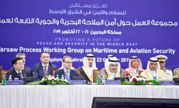 وزير الخارجية البحريني خلال إلقائه كلمة افتتاحية في بداية المؤتمر في العاصمة المنامة، أمس. (أ.ف.ب)