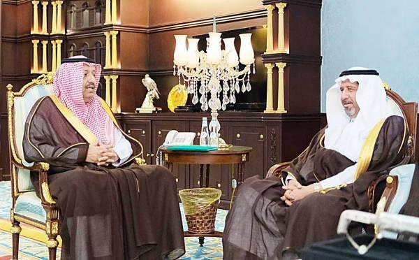 أمير الباحة مستقبلاً نائب وزير النقل.