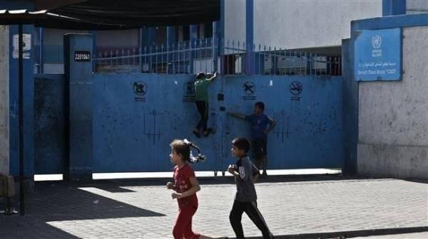 «الأونروا» تقفل مدارسها ومؤسساتها التربوية في لبنان