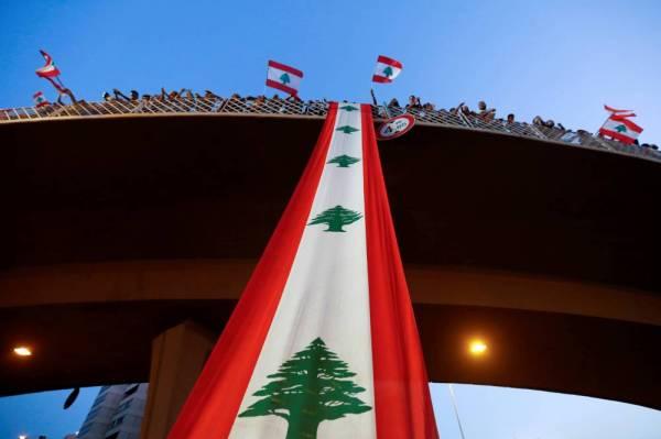 انتفاضة لبنان.. تلغي ألوان «الأحزاب» وتهدم «الطائفية»