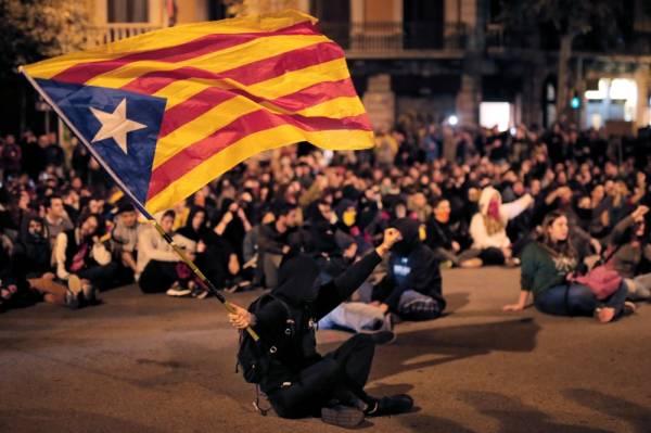 إسبانيا: الإنفصاليون والوحدويون في كاتالونيا إلى التظاهر