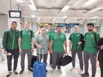 صورة جماعية لبعثة المنتخب السعودي عقب الوصول لبانكوك.