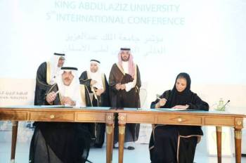 الأمير سعود بن جلوي يشهد عددا من الاتفاقيات.
