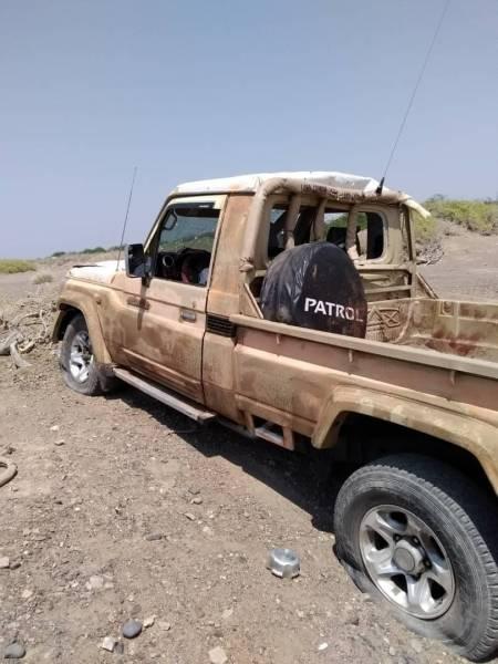 سيارة فريق الإشارة الحكومي الذي انفجر فيه لغماً ارضياً أثناء مراقبة وقف أطلاق النار أمس.(إعلام الجيش)