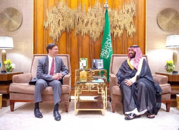 الأمير محمد بن سلمان مجتمعا مع مارك إسبر.