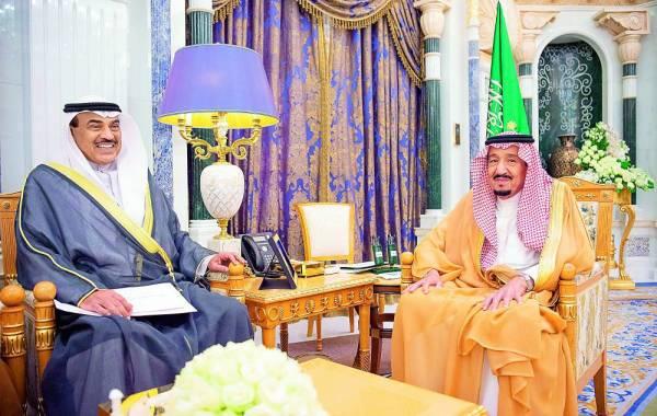 الملك سلمان خلال استقباله نائب رئيس مجلس الوزراء وزير خارجية الكويت.