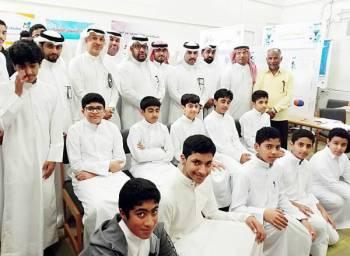 الطلاب المشاركون في المشاريع الابتكارية. (عكاظ)
