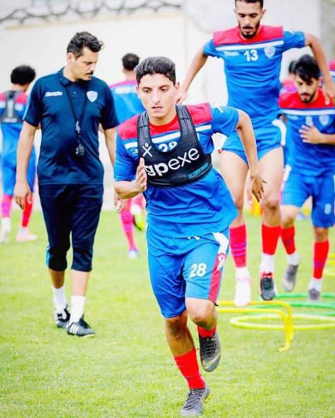 اللاعب أحمد مصطفى في تدريبات أبها.