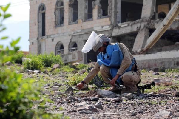الحوثيون يستهدفون مستشفى وأحياء سكنية في المخا