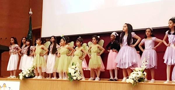طالبات مشاركات في المهرجان.