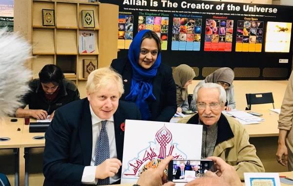 جونسون للجالية الإسلامية في بريطانيا: مشاركتكم سياسياً مهمة