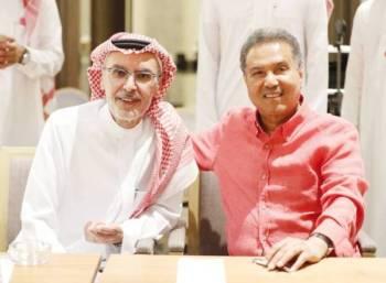 الأمير بدر بن عبدالمحسن ومحمد عبده في بروفات «ليلة البدر».
