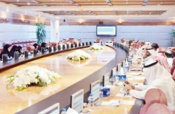 رجال أعمال ومستثمرون خلال حضور ورشة وزارة العمل.