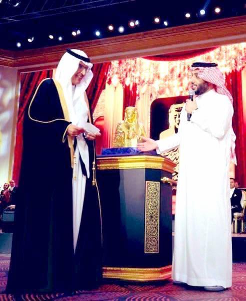 البدر مكرما من آل الشيخ.