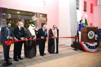محافظ جدة وبالخيور أثناء افتتاح المقر الجديد للقنصلية.