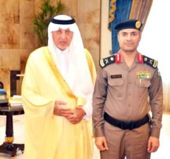 الأمير خالد الفيصل والجميعي عقب تقليده رتبته.