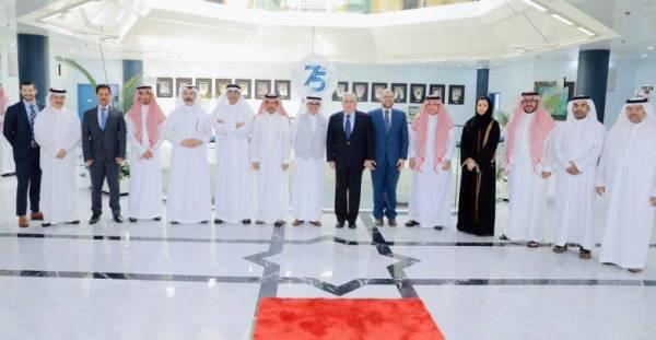 جرى خلال اللقاء بحث سبل التعاون التجاري والاقتصادي والاستثماري.