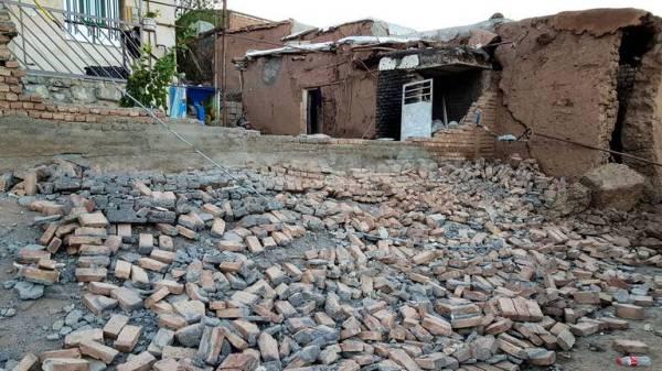 انهيار بعض المباني في جنوب إيران.