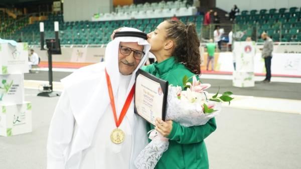 الحسناء تنتزع أول ذهبية في تاريخ المبارزة الآسيوية للسيدات