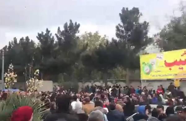 سقوط قتيل في مظاهرات إيران.. بعد زيادة أسعار الوقود