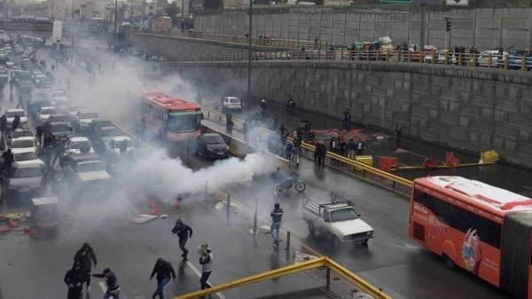 إيران: المقاومة تدعو الأمن لترك صفوف النظام والانضمام إلى جبهة الشعب