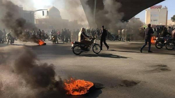 خامنئي يطالب بإعدام المتظاهرين