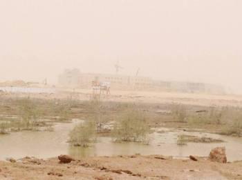 مستنقعات متاخمة لكليات البنات في بريدة. (تصوير: عثمان الشلاش)