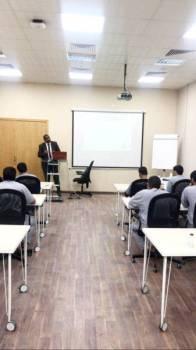 سجناء خلال دراستهم في جامعة الطائف.