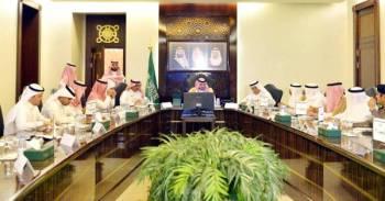 الأمير بدر بن سلطان مترئسا  اجتماع اللجنة التنفيذية للجنة الحج المركزية.