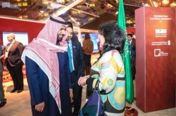 الأمير بدر بن فرحان مرحباً بضيوف المعرض.