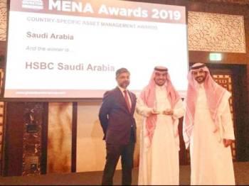 جانب من تكريم «HSBC» بجائزة أفضل مدير للصناديق.