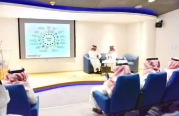 مدير تنمية النقل الجماعي بهيئة النقل المهندس عدنان العثمان خلال ورشة العمل.