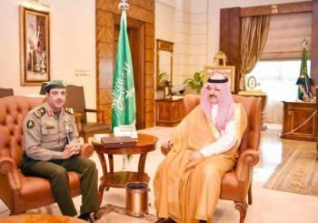 الأمير مشعل بن ماجد مستقبلا مدير عام الجوازات منطقة مكة.
