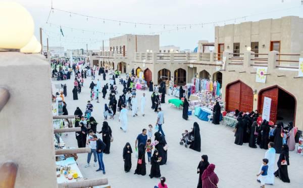 تتواصل فعاليات المهرجان لليوم الثامن وتضمنت فقرات لكل الفئات العمرية.
