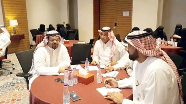 المشاركون في الدورة.