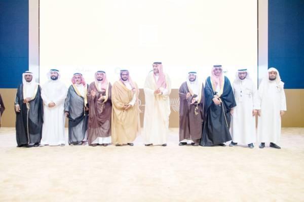 الأمير فيصل بن سلمان إثر تدشين المنتدى.